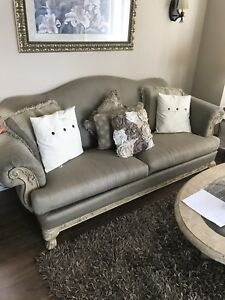 Couches Sofa Loveseat Custom ***Free Coffee Tables