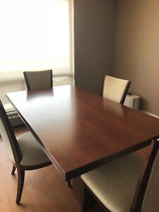 Dining room table, chairs & sideboard