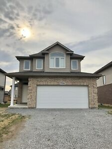 2 year old house in Niagara Falls-Upper level only