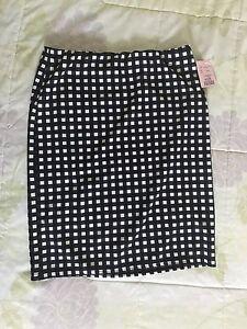 Medium size checkered skirt
