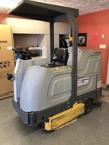 Nilfisk Advance 3800 Hydro-Retriever Floor Scrubber Sweeper