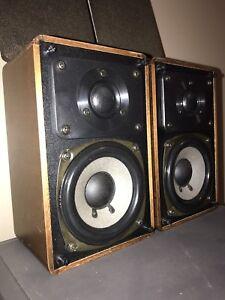 REALISTIC MINIMUS-7 Walnut Cabinet  Hi-fi Bookshelf speakers