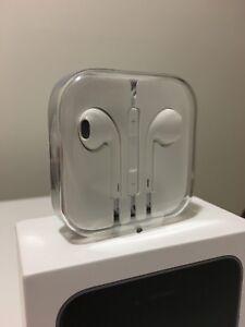 Écouteurs officiel d'Apple neufs, n'ont jamais été déballés.