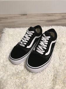 Vans Old Skool Shoes- black/white