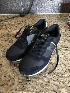 Brand new DenverHYES outdoor shoes for men size 9