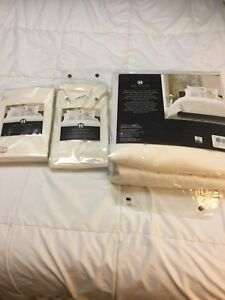 Full/Queen Comforter Cover and 2 Shams