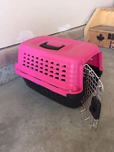 Small dog or cat crate / kennel