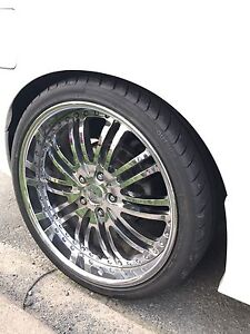 "Chrome Staggered 19"" rims"