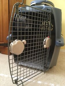 Medium kennel with holder