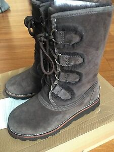 Women's UGG boots Size 5. Style name Rommy