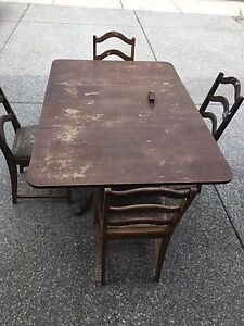 Antique Duncan Phyfe table & 4 chairs