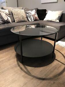 Table basse noire Ikea à l'état NEUF!