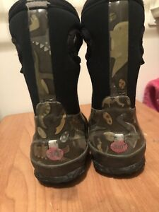 Toddler size 7 winter boots