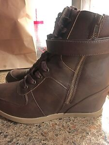 Wedge boot brown