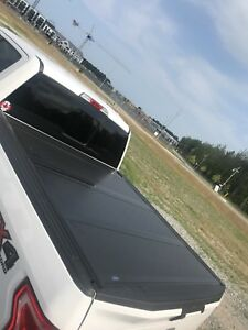 Ford Hard trifold tonneau cover 5.5 foot box