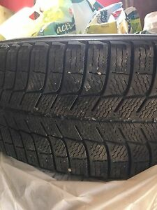 4 pneus d hiver Michelin X-ice 225/60R17.