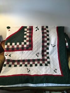 Beautiful CHRISTMAS Quilt/Bedspread with Pair of Pillow Shams
