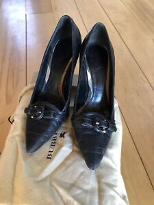 Preowned Burberry leather pumps 37