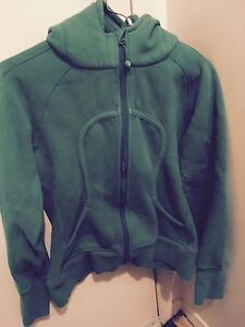 Green lulu lemon sweater