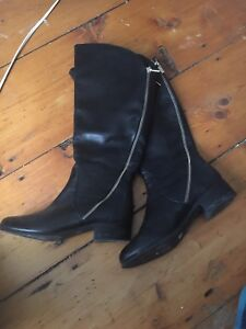 WOMEN'S SIZE 6.5 GENUINE LEATHER BOOTS