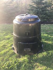 Composter $25