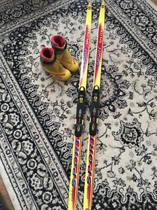 Kid's cross country skis & boots