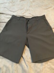 Tiger Woods golf shorts - size 34