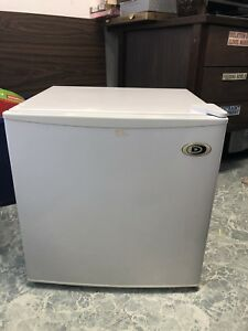 1.7 Cubic Feet Mini Fridge