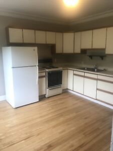 Available NOW! 1BD $850/month LU bus route