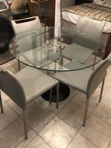 table avec 4 chaise