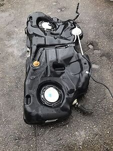 2010 Chrysler 300. Fuel pump and fuel tank