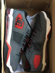 BRAND NEW DC shoes Size 10 men's