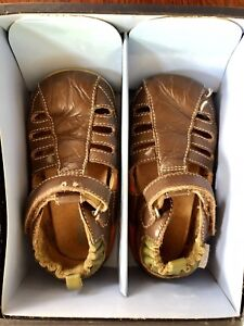 EUC toddler size 7.5 Robeez Leather shoes