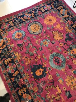 Wanted: Large old or new Persian/morrocan/vintage rugs!