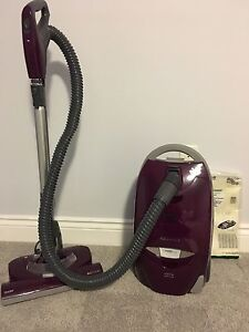 Kenmore canister vacuum cleaner+ bags