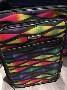 Luggage set - 19x28x11 & 16x24x11 & 14x20x9 and two carryons