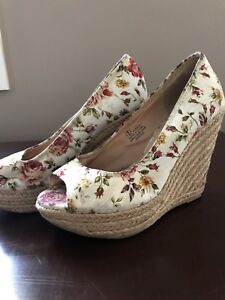 Size 5 white floral wedge heels