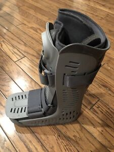 Air cast boot, Size small