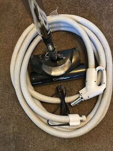 Central vacuum power head and hose