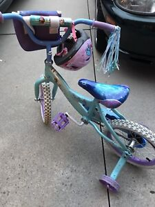 Frozen bike and helmet w/training wheels