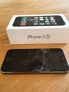 iPhone 5S 16 GB débloqué - vitre à faire réparer