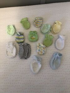Baby scratch mitts - 8$