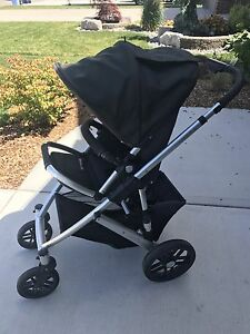 Uppababy Vista with Bassinet and Piggyback board