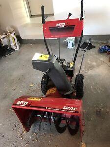 """Yard machines gas powered snowblower 24"""" 5hp"""