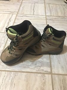 Workload women's size 7 steal toe hiker style safety boots