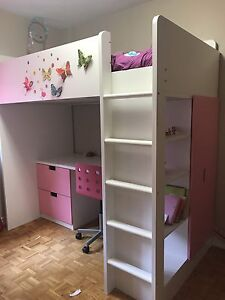 Loft bed or bunk bed -like new