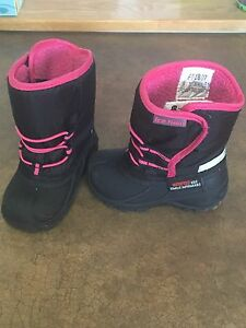 Winter boots size 6 for girl