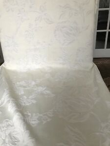 GORGEOUS BANQUET HALL CHAIR COVERS FOR SALE