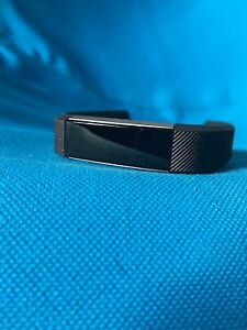 Fitbit Alta - Size Small and extra bands