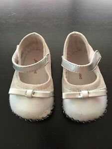 Girls pediped shoes size 6-12 months (size 4)